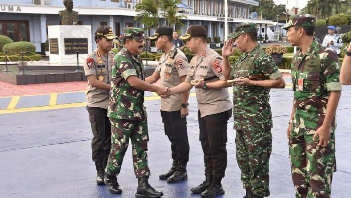 Panglima TNI Marsekal Hadi Tjahjanto-Kapolri Jenderal Idham Azis bertolak ke Papua. (Dok. Aspri Panglima)
