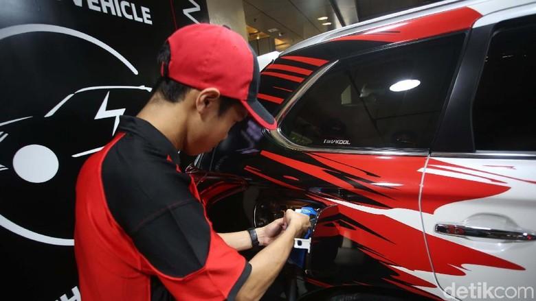 PT Mitsubishi Motors Krama Yudha Sales Indonesia (MMKSI) meresmikan fasilitas pengisian daya cepat untuk kendaraan listrik. Fasilitas tersebut berada di Plaza Senayan.