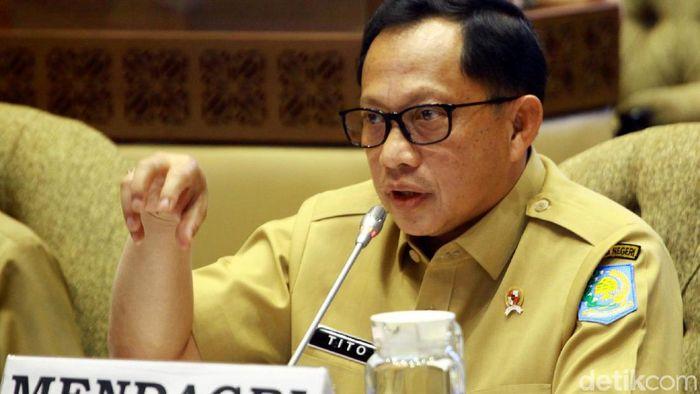 Mendagri Tito Karnavian menghadiri rapat kerja (raker) bersama Komisi II DPR RI. Rapat itu membahas pergeseran anggaran Kemendagri 2019