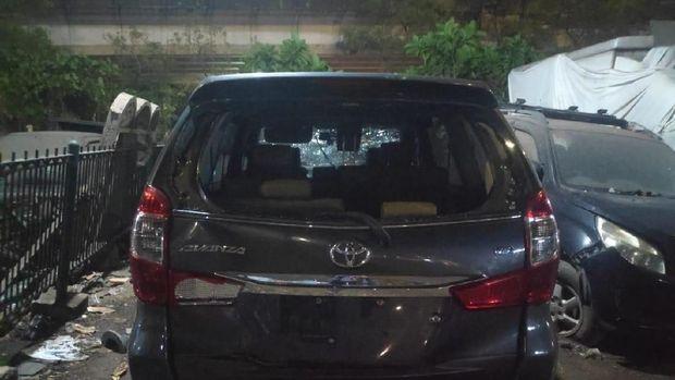 Remuk, Ini Penampakan Mobil yang Bawa Kabur Istri Orang di Jagakarsa