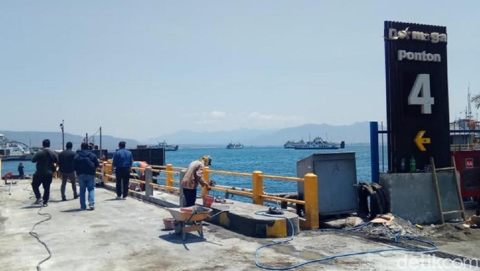 Jelang libur Natal dan Tahun Baru 2020, Pelabuhan ASDP Ketapang mulai melakukan persiapan terkait penyeberangan Pulau Jawa dan Bali. Salah satunya perbaikan breasting dolphin atau tempat tambat dermaga Ponton.