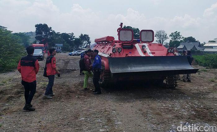 Kepala Pengembangan Produk PT Pindad Windu Paramarta kepada detikcom saat uji coba tank pemadam api di kawasan Tarogong Kaler, Selasa (26/11/2019) mengatakan, tank ini masih protitype dan dalam tahap uji coba untuk melihat sejauh mana efektivitasnya.