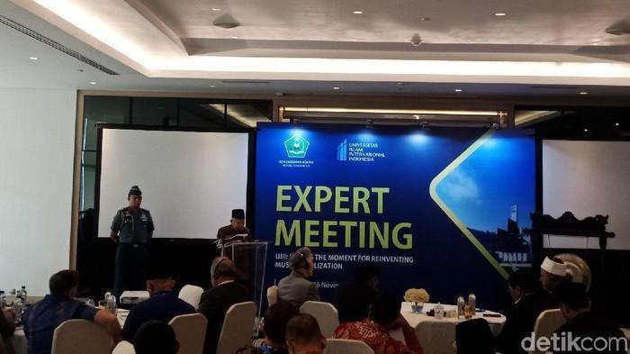 Wapres Maruf Amin menyampaikan keynote speech dalam Expert Meeting UIII di Hotel Pullman, Jakarta Pusat. (Kanavino/detikcom)