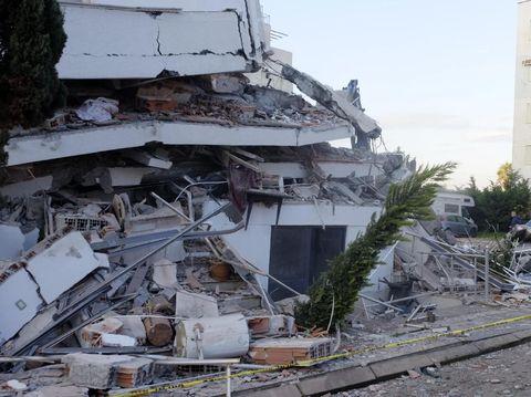 Sebuah gedung di Albania ambruk akibat gempa M 6,4