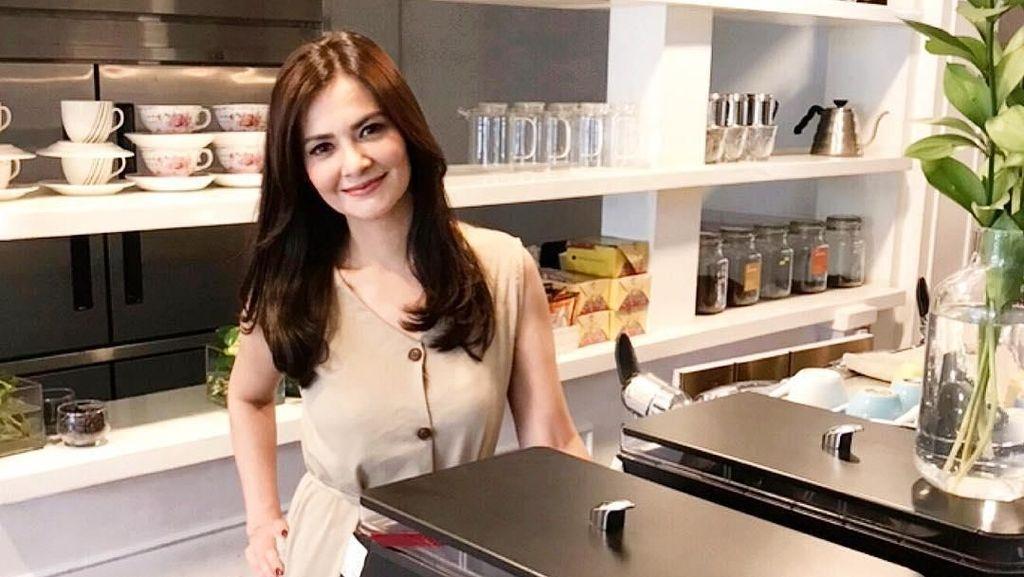 Cut Tary Akan Menikah, Yuk Intip Momen Kulineran Manisnya