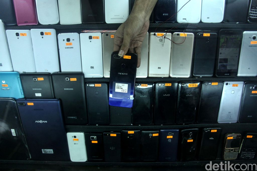 Kasi Standar Kualitas Layanan Kementerian Komunikasi dan Informatika (Kominfo) Dimas Yanuarsyah memaparkan kalau ponsel BM atau ilegal yang sudah menyala saat ini tidak akan berdampak. (Muhammad Ridho/detikcom)