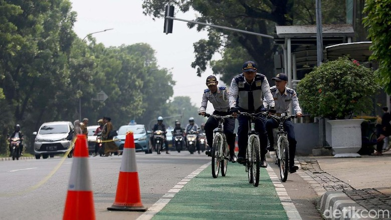 Jalur sepeda Foto: Agung Pambudhy