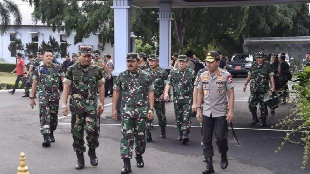 Panglima TNI Marsekal Hadi Tjahjanto-Kapolri Jenderal Idham Azis bertolak ke Papua/Dokumen Aspri Panglima