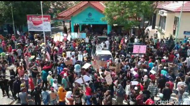 Warga di Brebes Demo Tolak Rencana Pembangunan Waduk