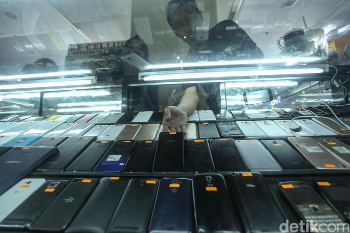 Setelah ditandatangani 18 Oktober 2019 oleh tiga menteri, aturan IMEI akan berlaku 18 April 2020. Lantas bagaimana nasib ponsel black market atau BM?