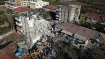 Penampakan Gedung yang Ambruk Akibat Gempa di Albania