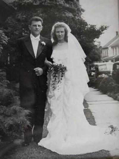 Foto pernikahan Ruth Hesinger dan Claude Hesinger. Foto: facebook Belinda Webb