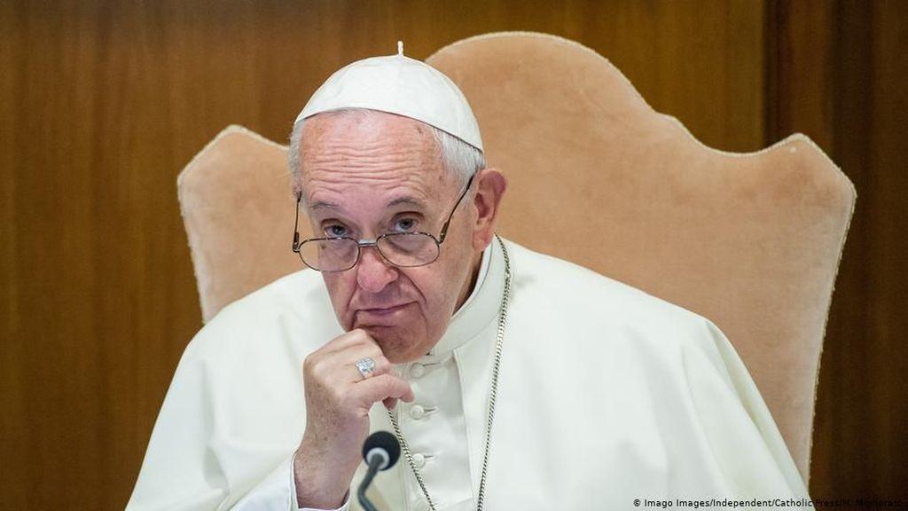 Batal Tampil di Publik Hari Minggu, Paus Akan Pimpin Doa Via Live Streaming