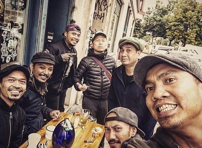 Pria kelahiran Jakarta, 12 Desember 1973 ini sempat menjadi pengamen jalanan di Berlin. Dari sini karirnya menanjak setelah kenal dengan sejumlah musisi dan produser. Foto: instagram @sandhysondoro_official