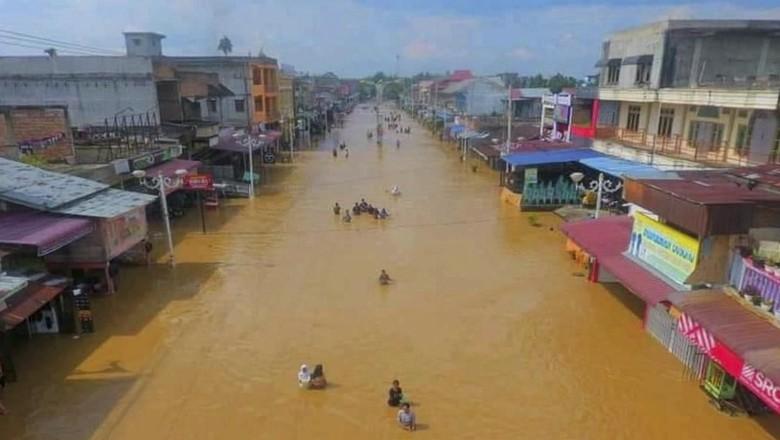 Banjir di Rokan Hulu, Jalan Raya Jadi Sungai