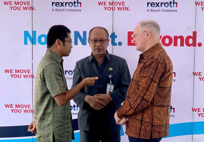 Bosch melalui divisi Drive & Control-nya, Bosch Rexroth, memperkenalkan sentra penjualan dan layanan baru di Balikpapan, Kalimantan Timur. Fasilitas baru ini menghadirkan produk dan layanan terintegrasi untuk pelanggan di Kalimantan dan Indonesia bagian timur. Foto: dok. Bosch