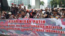 Massa Demo di Kedubes Malaysia, Kecam Aksi Pengeroyokan Suporter RI