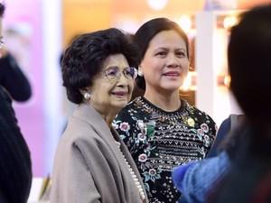 Iriana Jokowi Lihat-lihat Produk Kecantikan Korea di K-Beauty Festival