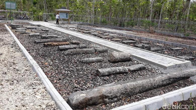 Puluhan menhir yang tertata rapi di penampungan situs Bleberan. (Pradito Rida Pertana/detikcom)