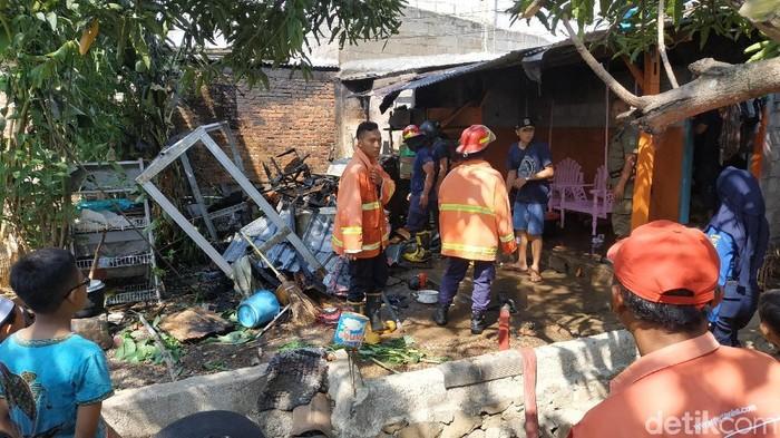 Kondisi dapur Siti Kotijah yang terbakar (Foto: Purwo Sumodiharjo)