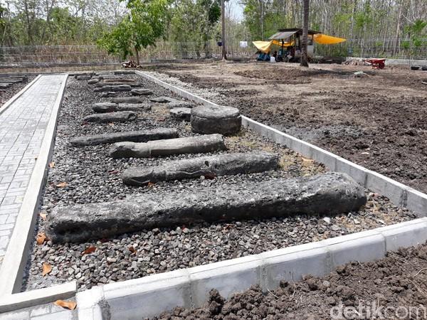 Benda-benda di situs ini secara keseluruhan berjumlah 57 buah yang terdiri atas 23 buah menhir, 1 buah, kepala menhir, 28 buah peti kubur batu, 2 buah patok peti kubur batu dan 3 buah batu kenong. (Pradito Rida Pertana/detikcom)