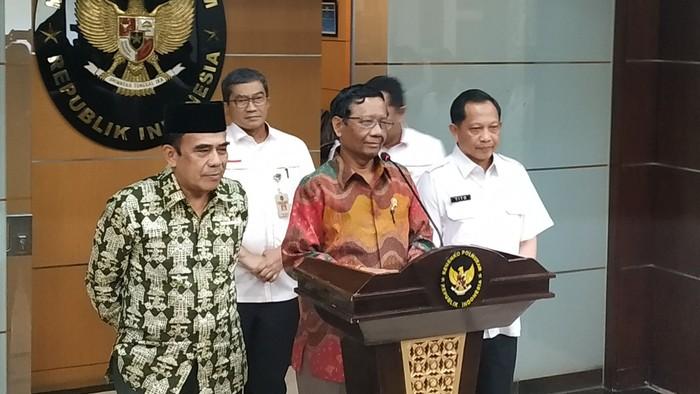 Mahfud Md bersama Menag Fachrul Razi dan Mendagri Tito Karnavian. (Ahmad Bil Wahid/detikcom)