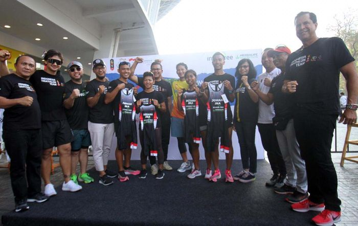 Para atlet Triathlon, Nethavani Octarina, M. Ahlul Firman, Eva Desiana, Jauhari Johan dalam sharing session bersama komunitas triathlon di Gelora Bung Karno, Jakarta.
