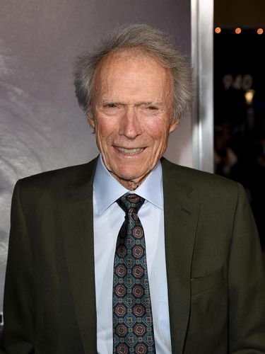 LOS ANGELES, CA - DECEMBER 10:  Clint Eastwood arrives at the premiere of Warner Bros. Pictures'