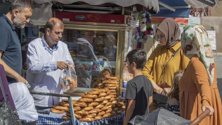 Ilustrasi Askida Ekmek di Turki. (Foto: iStock)