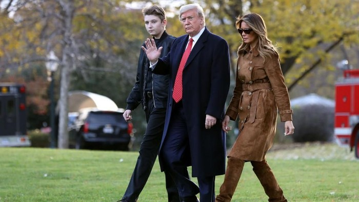WASHINGTON, DC - NOVEMBER 26: U.S. President Donald Trump, first lady Melania Trump and their son Barron Trump walk across the South Lawn before leaving the White House on board Marine One November 26, 2019 in Washington, DC. Trump is traveling to Florida for a campaign rally and is scheduled to spend the Thanksgiving holiday at his private Mar-a-Lago Club. (Photo by Chip Somodevilla/Getty Images)