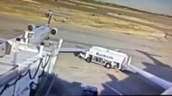 Truk Bahan Bakar Tabrak Sayap Pesawat Hingga Rusak Parah