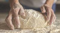 Proses cara membuat roti.