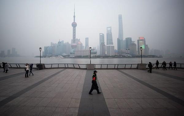 Enam dari 10 kota termahal teratas tahun ini berada di Asia. Shanghai menempati posisi ketujuh (Foto: Johannes Eisele/AFP)
