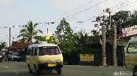 Kalau taksi panggilannya taksi argo. Dan taksi online panggilannya grab, jelas warga lokal Balikpapan, Zulkifli. Foto: Luthfi Anshori/detikOto