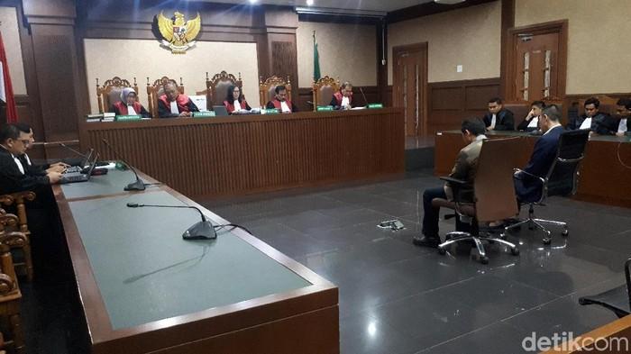 Direktur PT Java Indoland, Sendy Pericho, divonis 3 tahun dan denda Rp 100 juta subsider 3 bulan kurungan. (Faiq Hidayat/detikcom)