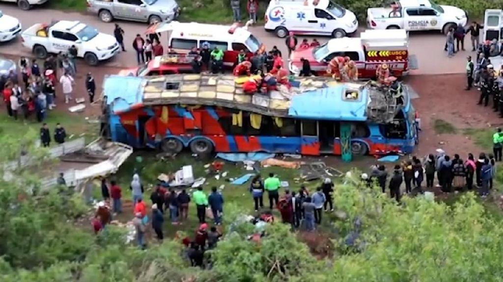 Bus Tingkat di Peru Masuk Jurang, 7 Orang Tewas