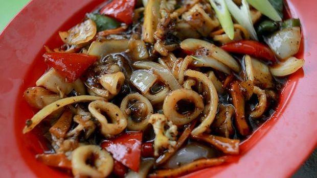 Delicious Cumi-Cumi masak lada hitam. squid cooked in black pepper, delicious and spicy