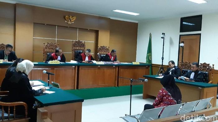 Mantan Bendahara Komite Olahraga Nasional Indonesia Kota Tangerang Siti Nursiah divonis 6 tahun penjara. (Bahtiar/detikcom)