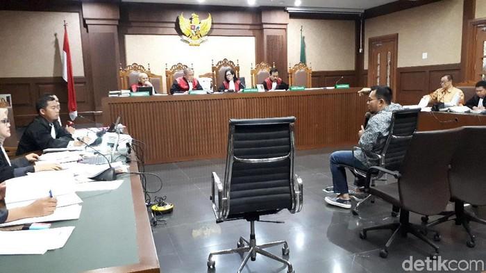 Foto: Faiq Hidayat-detikcom/Mantan Bupati Empat Lawang, Budi Antoni Aljufri bersaksi dalam sidang Muhtar Ependy di Pengadilan Tipikor