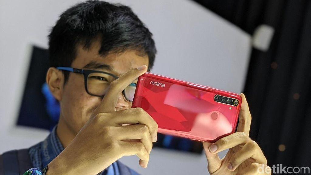 Inilah Realme 5S warna merah. Foto: Adi Fida Rahman/detikINET