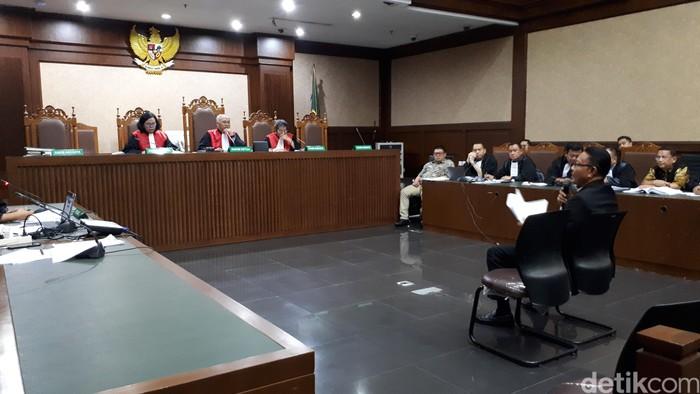 I Nyoman Dhamantra saat bersaksi di sidang (Faiq Hidayat/detikcom)