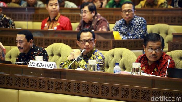 Mendagri Tito Karnavian rapat dengan Komisi II DPR. (Lamhot Aritonang/detikcom)