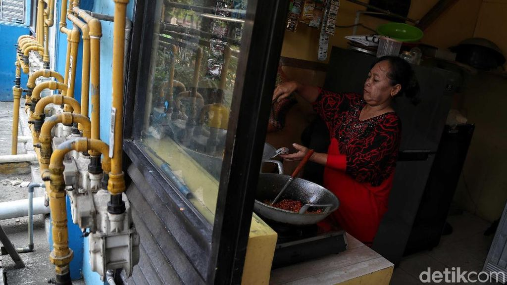 Warga Rusunawa Cakung Manfaatkan Gas Alam