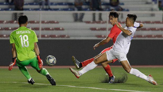 Singapura ditahan imbang Laos tanpa gol. (