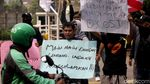 Aksi Unjuk Rasa Karyawan DCost Usai Dipecat Tanpa Teguran