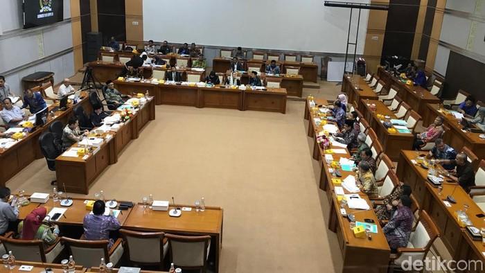Rapat Kemenag-Komisi VIII DPR soal biaya haji 2020. (Mochammad Zhacky/detikcom)