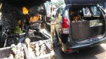 Dhuuuaar! Mobil Ini Meledak Karena Dipakai Jualan Tahu Bulat