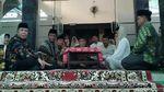 Momen Mahfud MD Bimbing Mantan Staf Jadi Mualaf