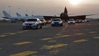 Selain Seri 7, BMW turut menghadirkan M2 Competition yang merupakan Official Safety Car dari MotoGP bersama 12 kendaraan BMW M lainnya. Pool/BMW.