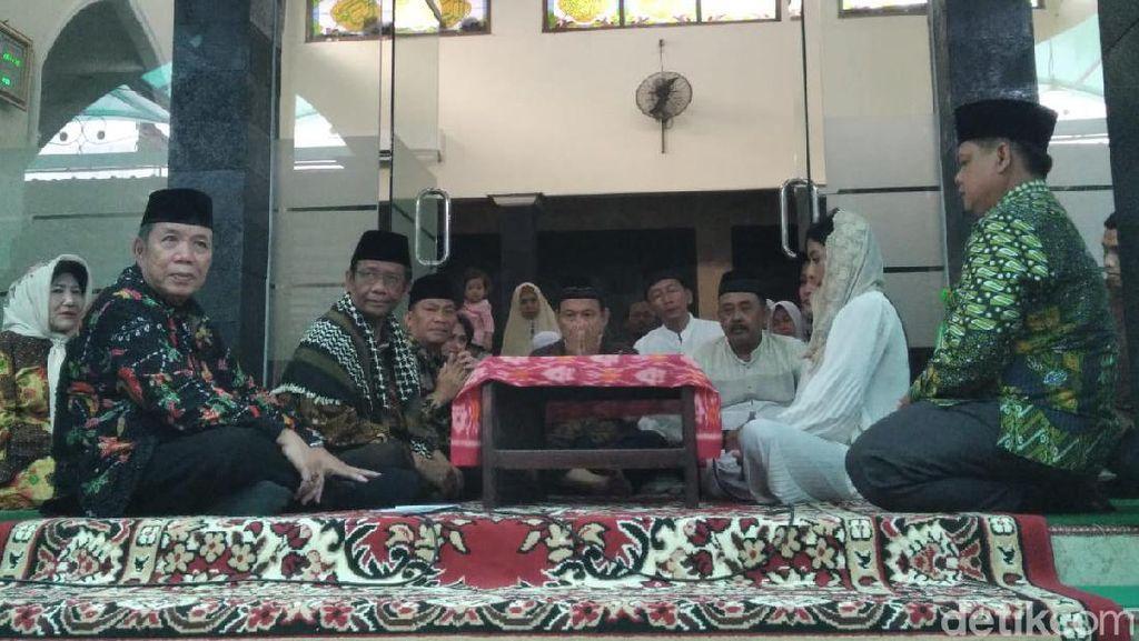Mahfud MD Bimbing Mantan Staf Jadi Mualaf di Sleman